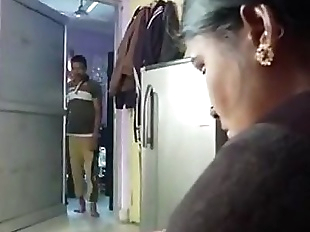 DESI HORNY HOUSEWIFE BATHING WITH DEVAR -..