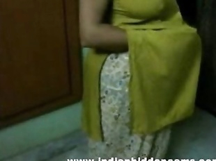 bigtits mature indian bhabhi getting naked..