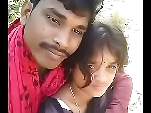 desi village girlfriend and boyfriend kiss..