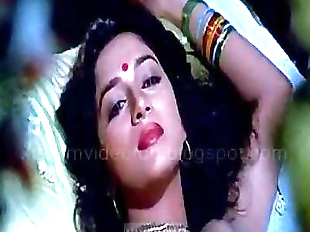 Madhuri dixit hot kissing and love making scene..