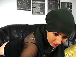Hot muslim girl stripping n fingering hot round..