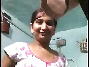 Indian Bhabhi Bathing Desi Beauty Shower - 1 min..