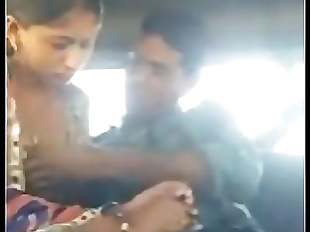 Desi aunty get fucked by husbands friend in car..