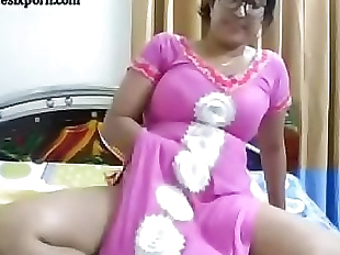 Indian bhabi showing boobs tits fingering pussy..