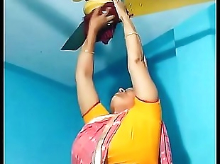 Maid aunty cleaning and showing her big fat desi..